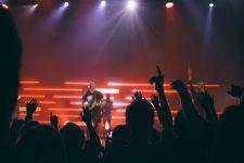 Gods of Blitz - Blick aus Sicht des Zuschauers in ein Rockkonzert